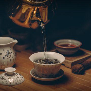 Interpretación del futuro desde las hojas de té